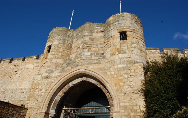 882-01 Lincoln Castle Walls